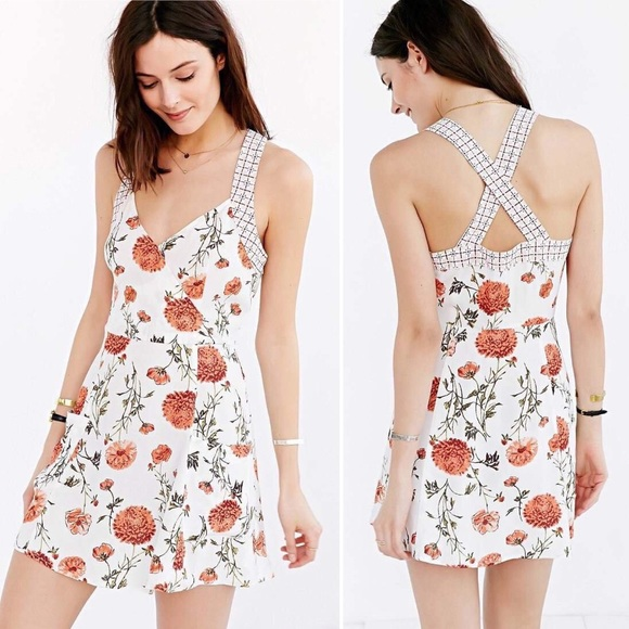 068f6959 Urban Outfitters Dresses | Kimchi Blue Floral Surplice Day Apron ...